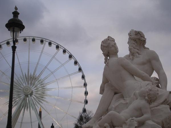 Dettaglio gruppo marmoreo a Parigi