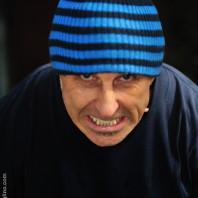 Rage - un uomo digrigna i denti - fotografia di Chris Sgaraglino