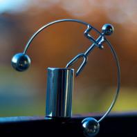 Un funambolo si bilancia