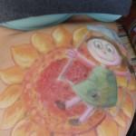 L'opera completa: bambina in altalena con girasole