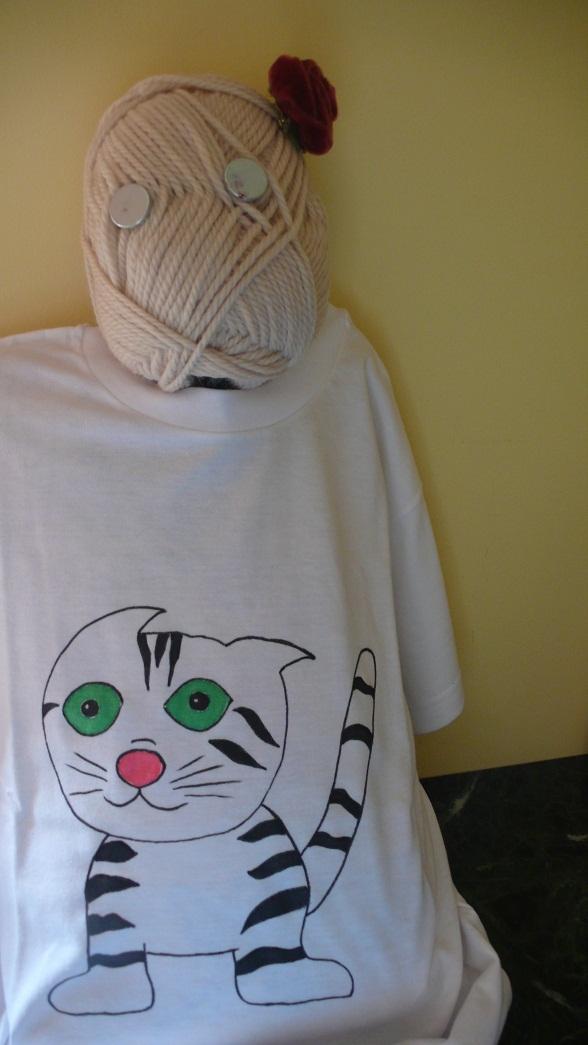 Madame gomitolo indossa la maglietta