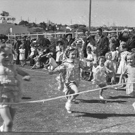 Bambini e bambine al traguardo