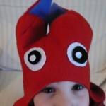 Cappello con paraorecchie a forma di mostro