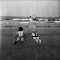 Bambini sulla battigia