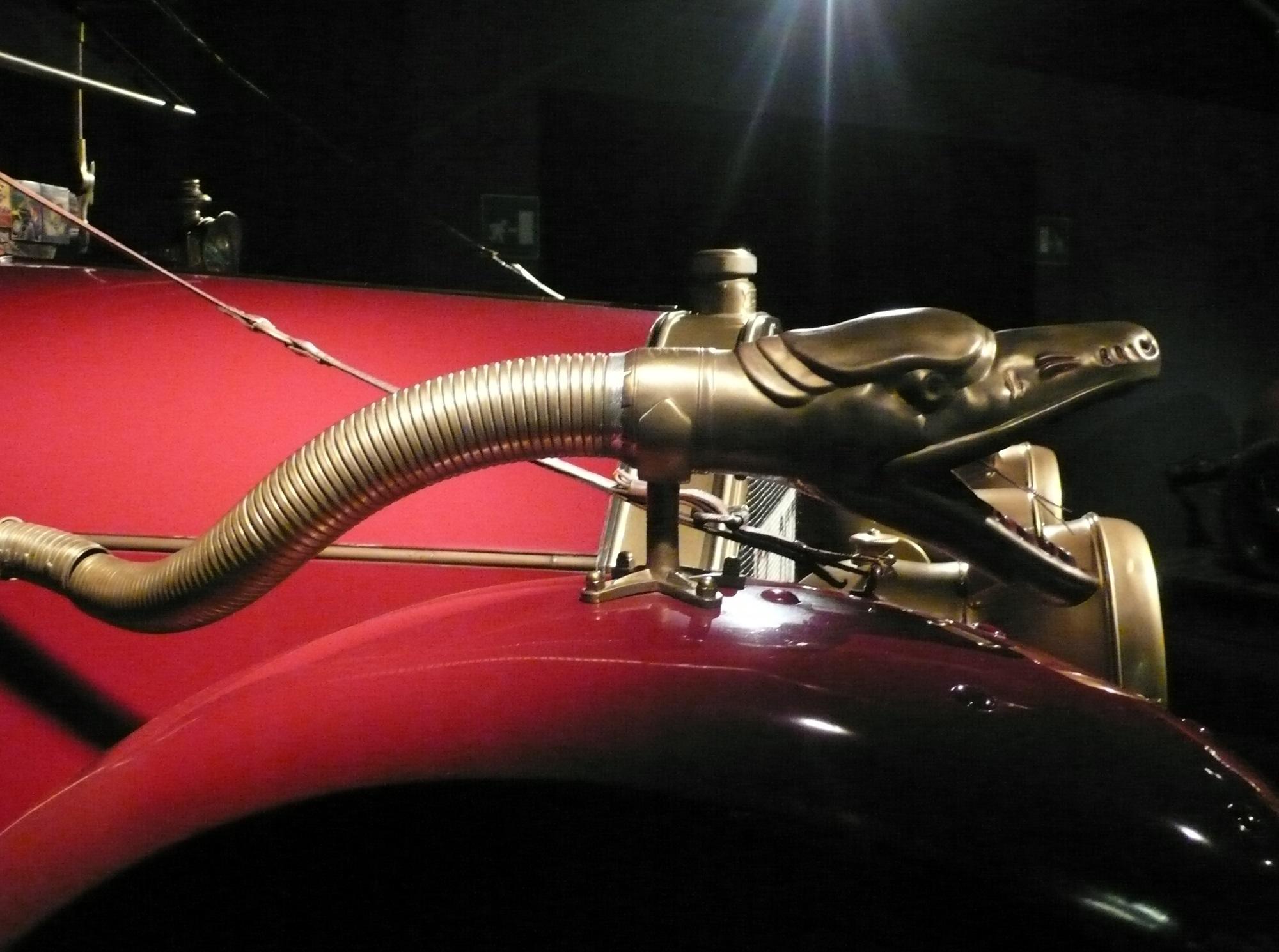 dettaglio-ottone-museo-auto